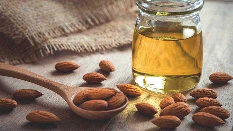 almond-oil-and-almonds-1296x728